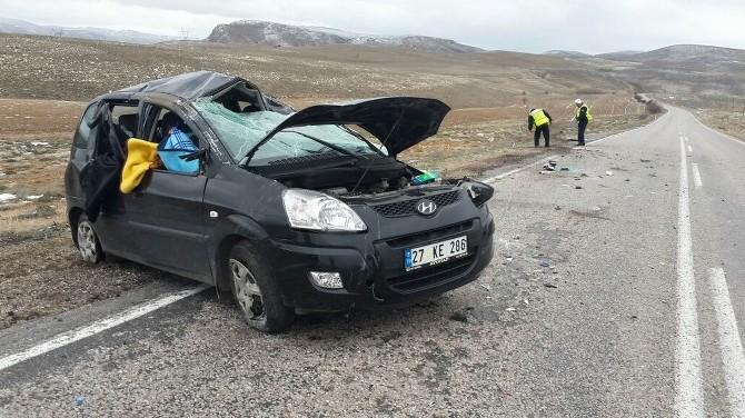 Gürün'de Trafik Kazası:3 Yaralı