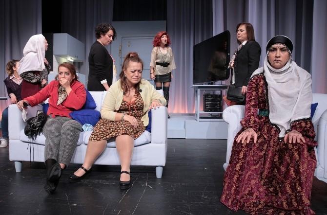 Devlet Tiyatroları Urla Sahnesi Perdelerini Açtı