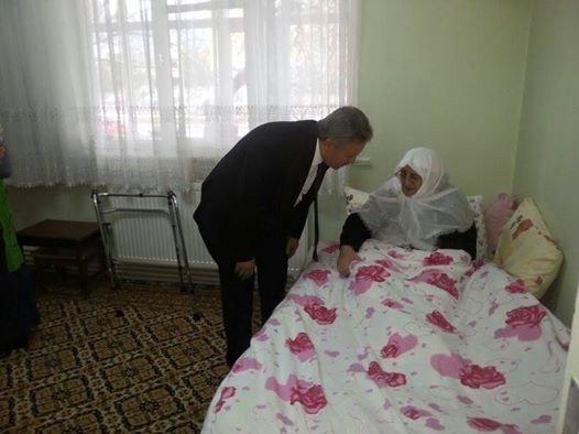 Vali Kahraman'dan Evde Bakım Hastalarına Ziyaret