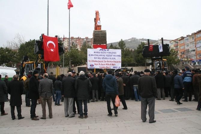 Yozgat Belediyesi Aldığı İş Makinelerini Tanıttı