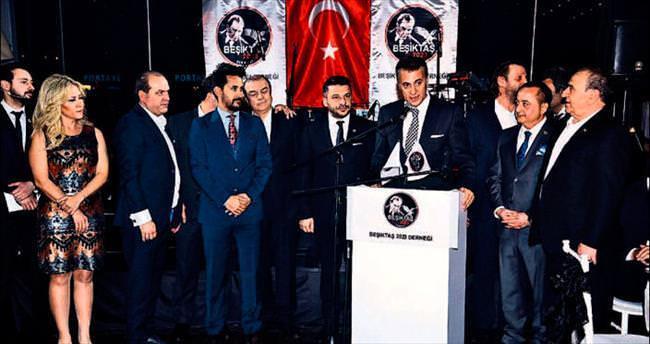 Beşiktaşlılar Kayahan şarkısıyla eğlendi
