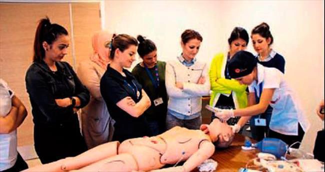 Medline hastanesi hemşireleri bilgilerini tazeliyor