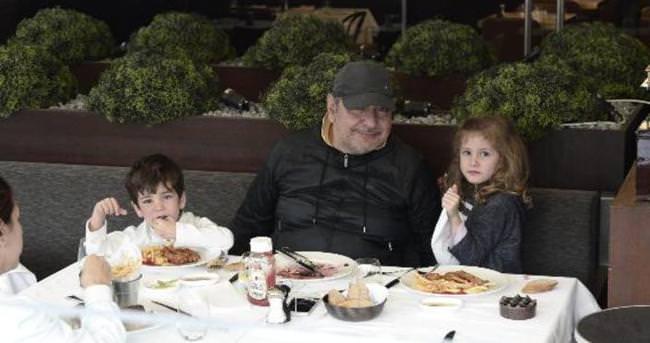 Reha Muhtar ile ikizlerinin keyifli günü