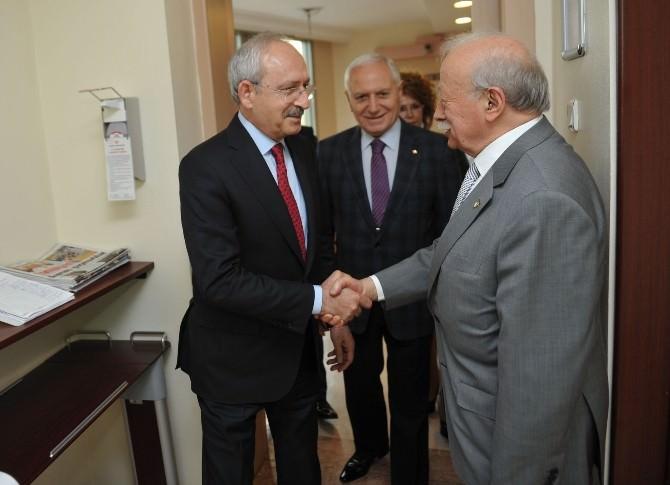 Kılıçdaroğlu Prof.dr. Aysel Ekşi'yi Hastanede Ziyaret Etti