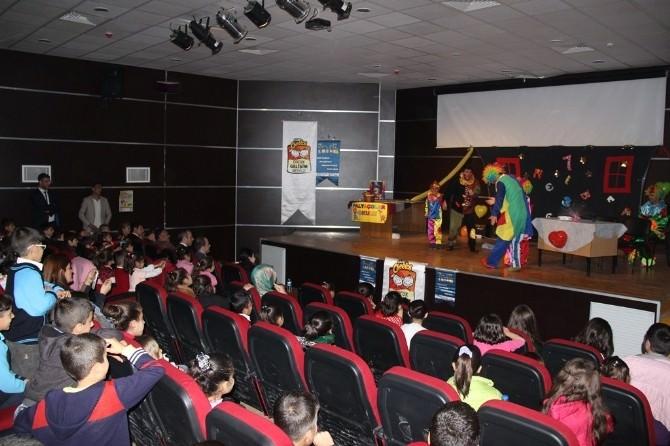 'Palyaço Okulu' Tiyatro Gösterisine Çocuklardan Yoğun İlgi