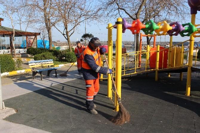 Akçakoca'da Temizlik Çalışmaları Ara Vermeden Devam Ediyor