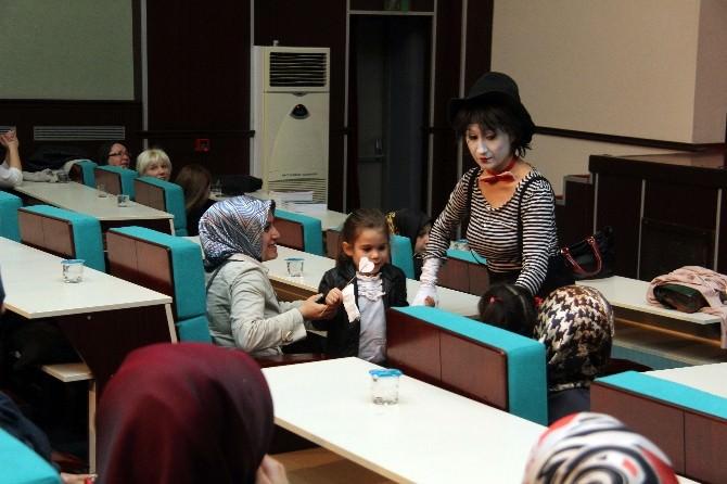 """Psikolog Aybegül Dedebaş: """"Otizmde İletişim Çok Önemli"""""""