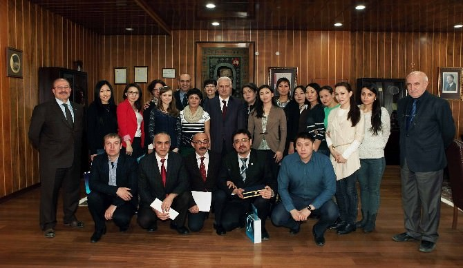 Karaganda Devlet Tıp Üniversitesi'nin Öğrenci Ve Öğretim Elemanları Atatürk Üniversitesi'nde Buluştu
