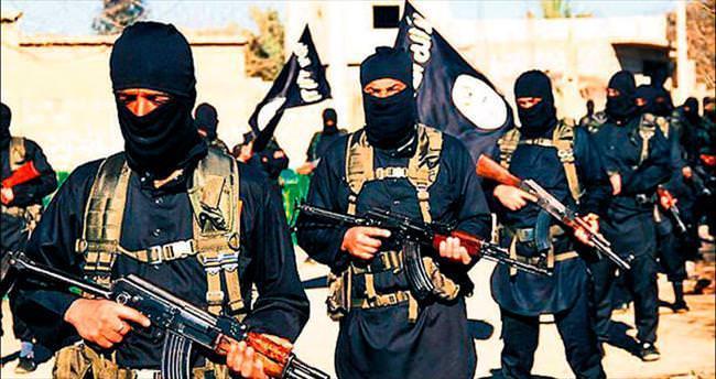 IŞİD, Irak'ta durdu Suriye'de ilerliyor