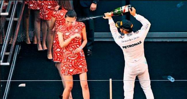 Kibirli palyaço gibisin Lewis Hamilton!