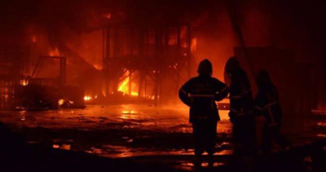 İzmir'de ikiz kulelerde yangın