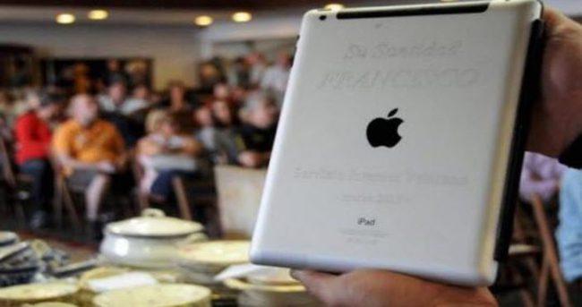 Papa'nın iPad'i 30 bin dolara satıldı