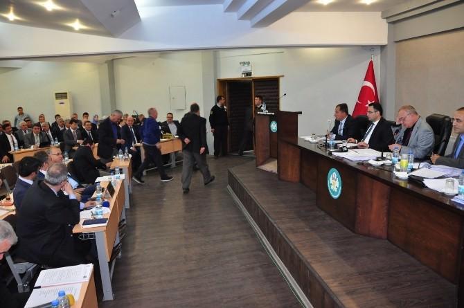CHP'li Üyeler Meclisi Terketti