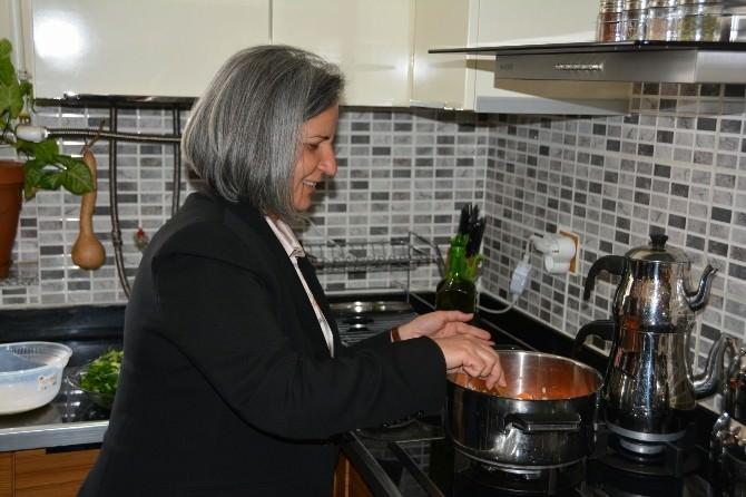 Kışanak Mutfağa Girip Yemek Yaptı