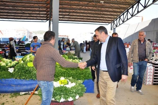 Ayvalık Belediye Başkanı Gençer, Pazarcı Esnafını Ziyaret Etti