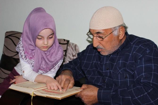 Altı Yaşındaki İkbal Dedesine Kur'an Okumayı Öğretti