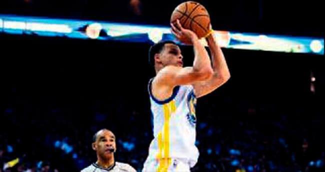 Curry bunu da yaptı: Üst üste 77 üçlük
