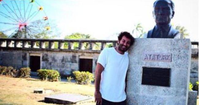 Metin Arolat'tan Küba'da Atatürk'lü fotoğraf