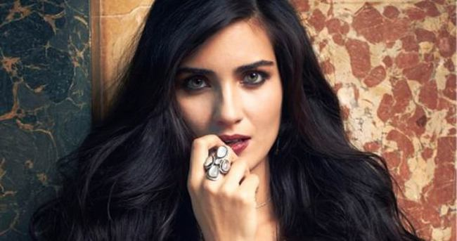 Türkiye'nin en çekici kadını Tuba Büyüküstün