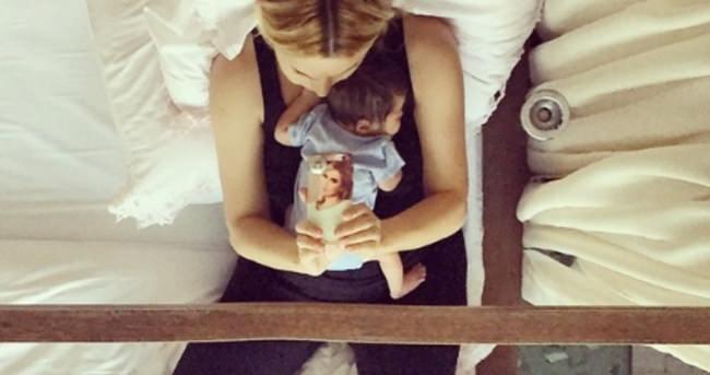 Ece Erken bebeğiyle ayna pozu verdi