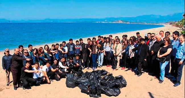 Öğrenciler sahili pırıl pırıl yaptı