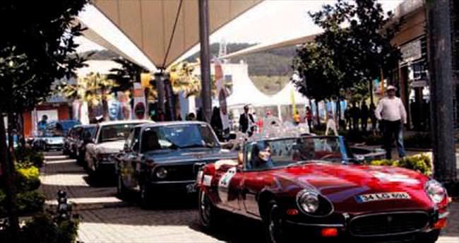 Klasik otomobiller yarışı başladı