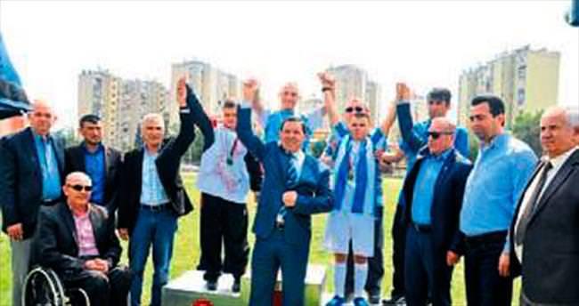 Özel sporcular Adana'da piste çıktı