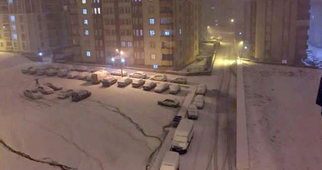 Kara kış geri döndü! Kar yağışı başladı  - 23 Nisan'da hava durumu nasıl olacak?