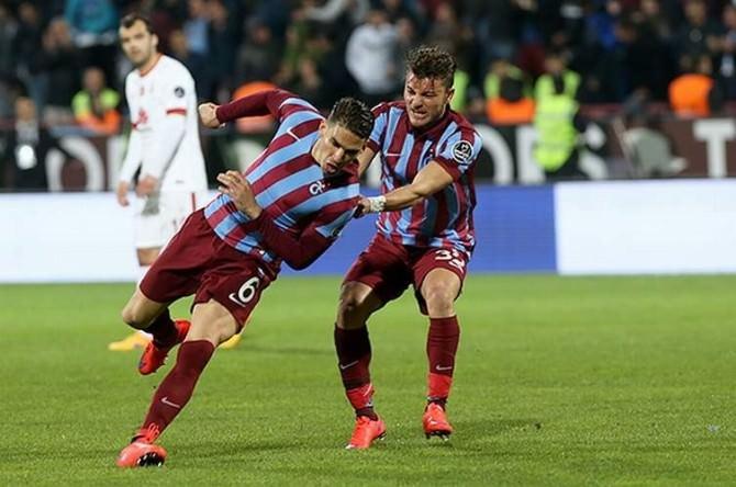 Medjani, Galatasaray'ı Boş Geçmiyor
