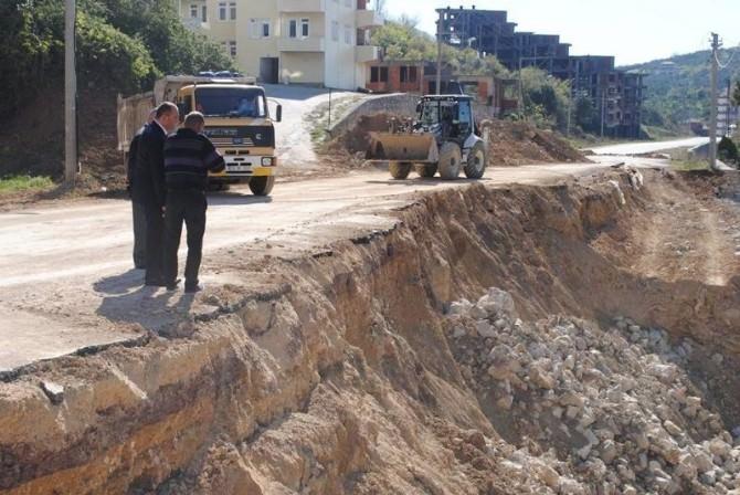 Çınarcık'ta Çöken İstinat Duvarı Yeniden Yapılıyor