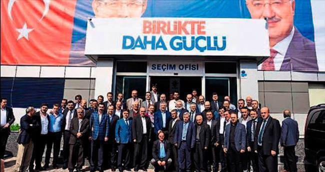 Eroğlu, Nasır'ın seçim ofisini ziyaret eti