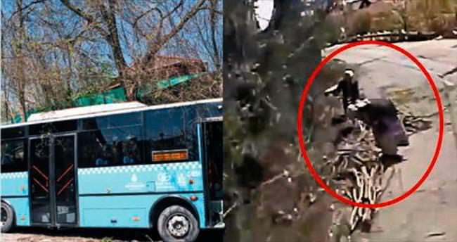 Halk otobüsü odun toplayan kız kardeşleri ezdi