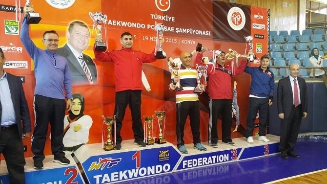 Taekwondo'da 2 Kupa Birden