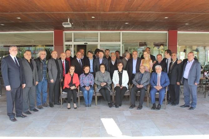 AK Parti Milletvekili Adayları Muhtarlar İle Kahvaltıda Buluştu