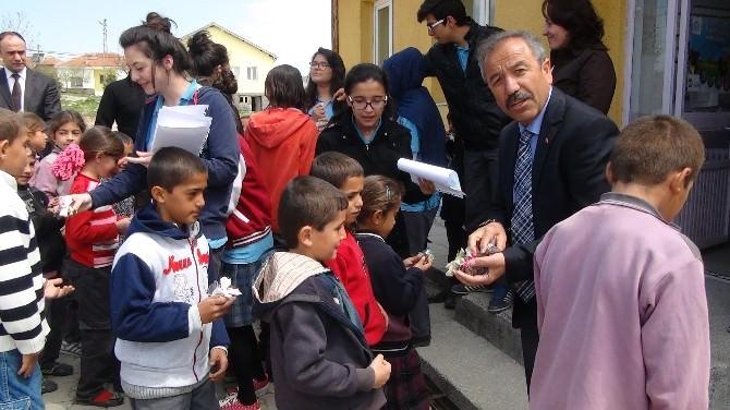 Sağlık Öğrencilerinden Kardeş Okula Yardım Eli