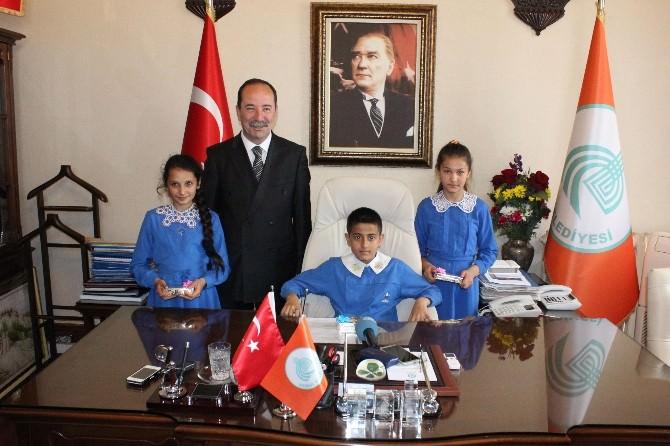 Minik Öğrencilerden, Edirne Belediye Başkanı Gürkan'a Ziyaret