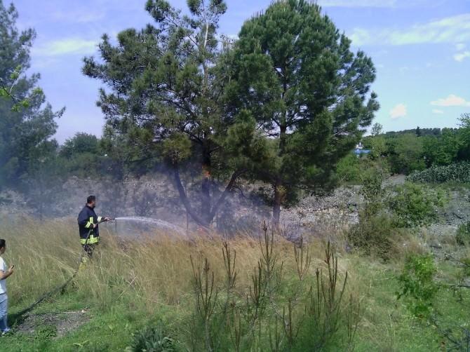 Eski Okul Bahçesinde Yangın Paniği