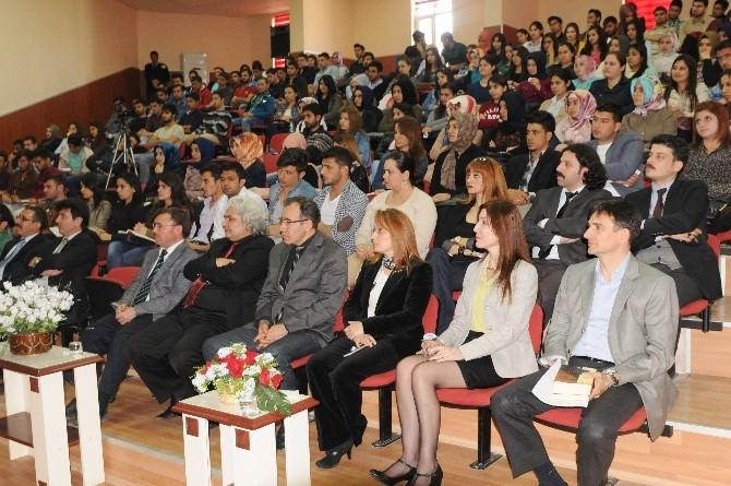 Üniversitede Geleneksel Türk Şiiri Söyleşisi