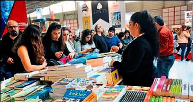İzmir Kitap Fuarı rekora koşuyor