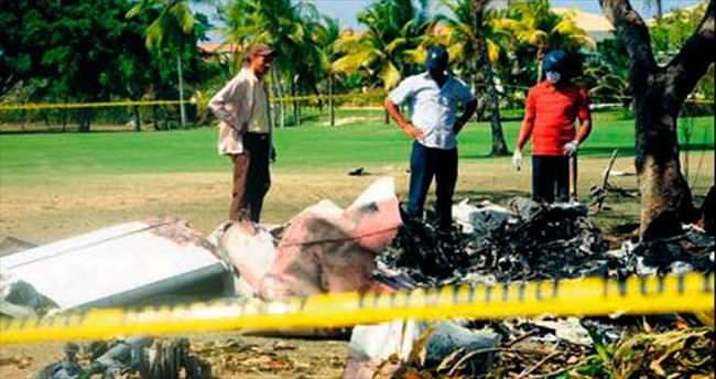 Uçarken ağaca takıldılar: 7 ölü