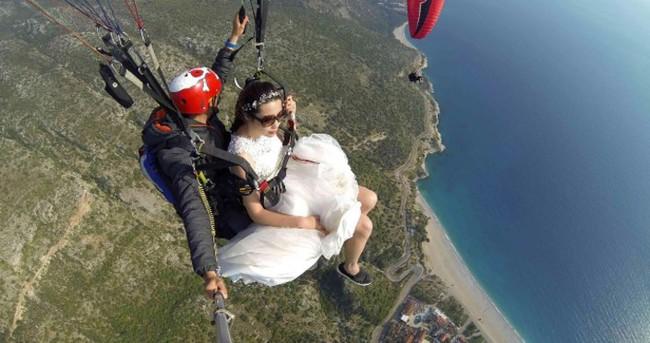 Önce yamaç paraşütü sonra evlilik