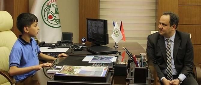 Başkan Koltuğuna Oturan Öğrenci Çevreci Çıktı