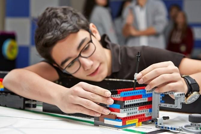 Fen Ve Teknoloji Eğitimi Akademik Platformda Tartışılıyor