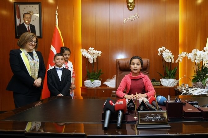 Fatma Şahin Koltuğunu Çocuklara Bıraktı