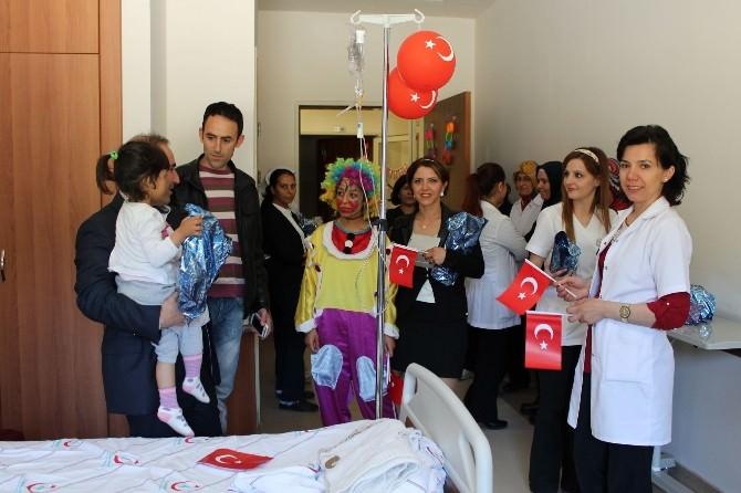 Çocuk Bayramını Hastanede Kutladılar