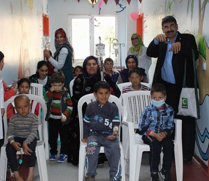 'Yeşilay' Hasta Çocukları Ziyaret Etti