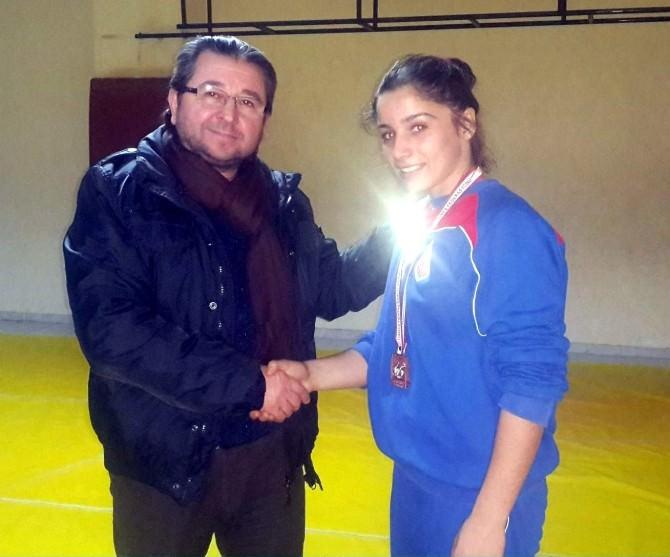 Kepezli ECE, Yıldızlar Güreş Türkiye Şampiyonu Oldu