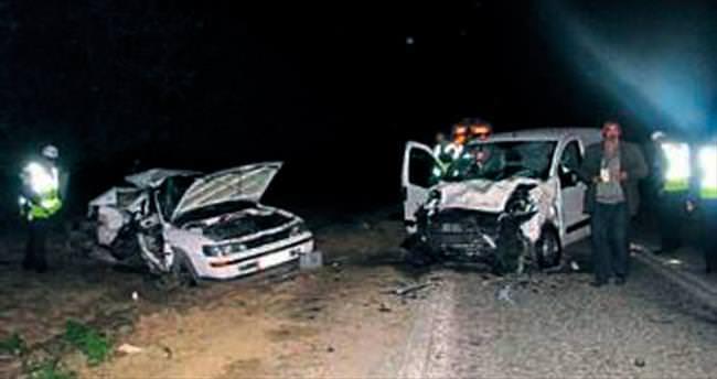İki araç çarpıştı: Üç ölü, 1 yaralı