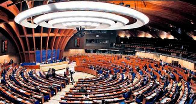 AKPM'de saygı duruşu krizi