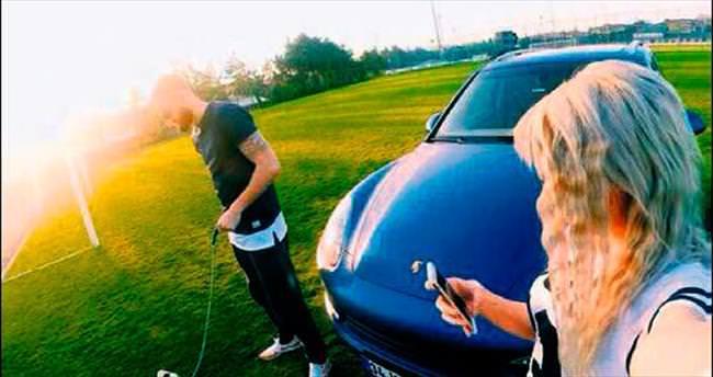 Eray'ın Porsche'u taraftarı çıldırttı